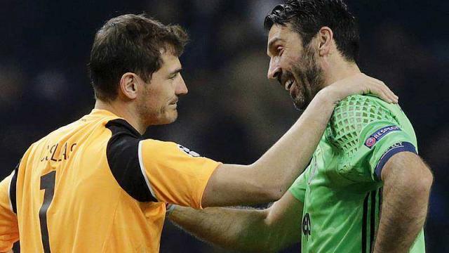 L'échange de maillot entre 2 légendes du poste : Casillas et Buffon Photo : Ouest France