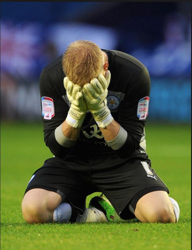L'effondrement après que l'attaquant de Watford, Deeney, ait avorté la montée de Leicester en Premier League au bout du barrage retour en 2013. (Source : Zimbo)