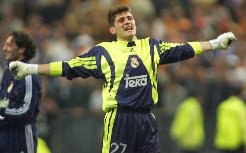 24 mai 2000, Casillas peut exulter. À seulement 19 ans et 4 jours, il est le plus jeune portier à jouer une finale et remporter le trophée - photo : AFP