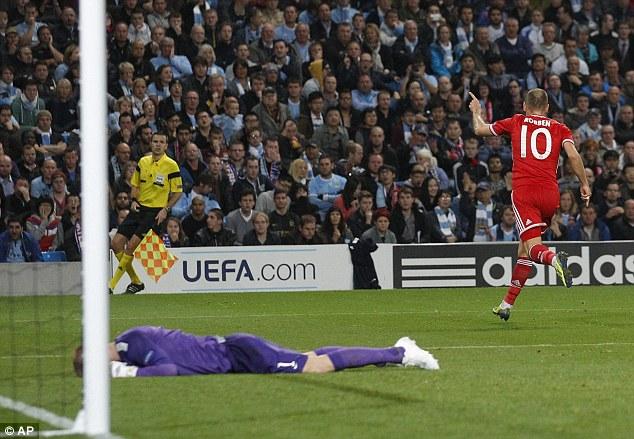 Robben célèbre alors que Joe Hart vient de commettre une erreur (Telegram)