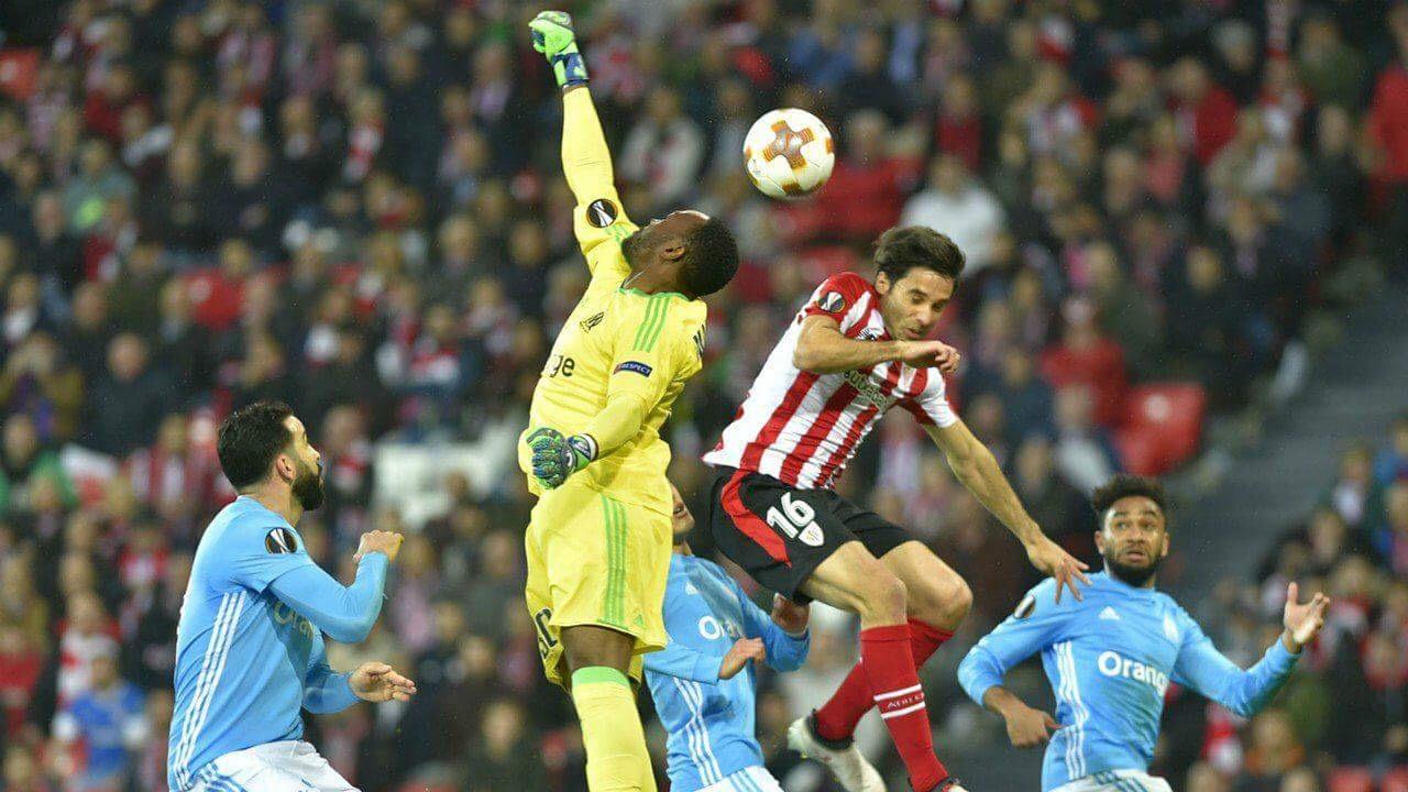 Steve Mandanda s'impose dans les airs à Bilbao et l'OM file en quart-de-finale - source : goal.com