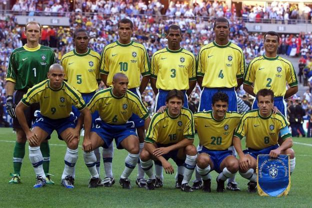 Brésil 98 - en haut : Taffarel, César Sampaio, Rivaldo, Junior Baiano, Aldair, Cafu, en bas : Ronaldo, Roberto Carlos, Leonardo, Bebeto, Dunga.