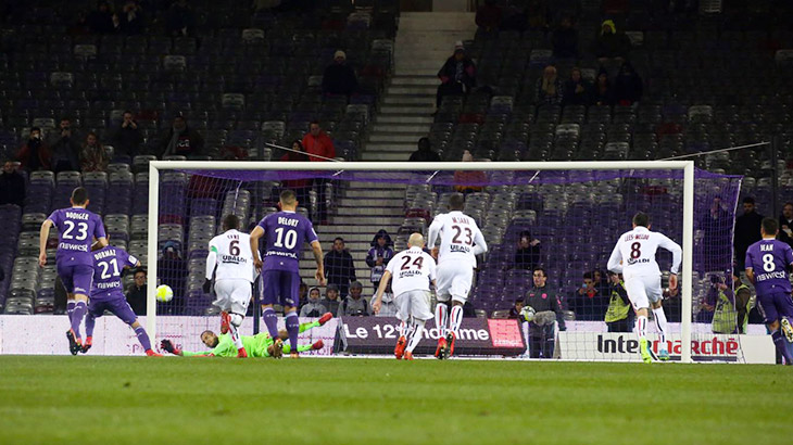 Face à Toulouse, Benítez repousse son 4e penalty de la saison et permet à Nice de renverser le score - source : OGC Nice