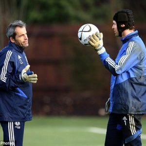Christophe Lollichon et Petr Cech à l'entraînement à Chelsea (Source : Daily Mail)