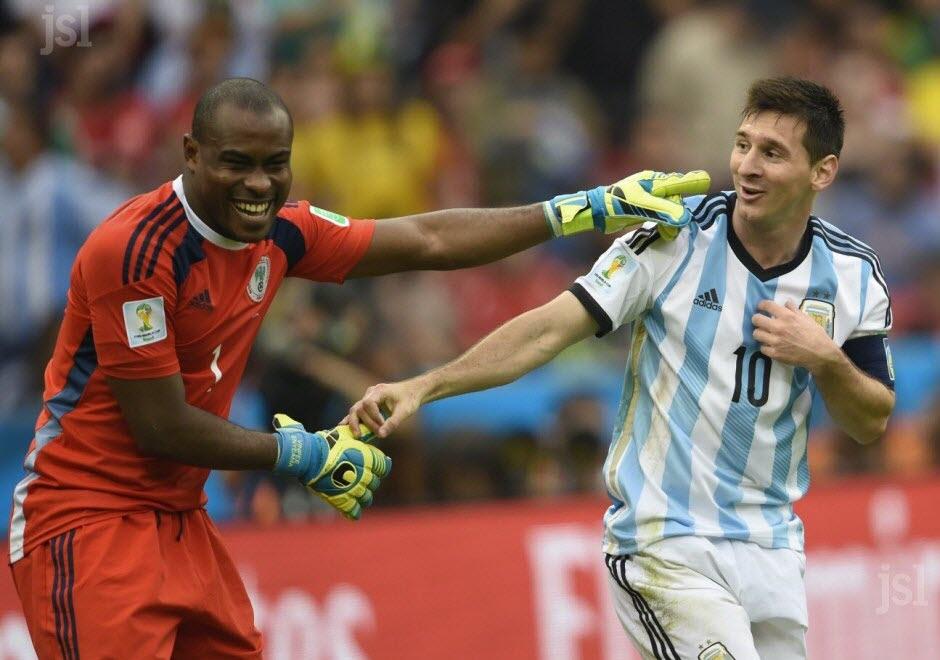 Le respect entrele meilleur joueur et le meilleur gardien de la Coupe Du Monde 2014 - Photo : AFP