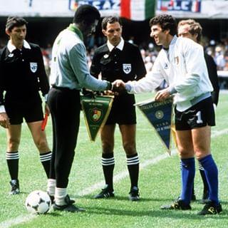 Nkono et Dino Zoff au Mondial 1990 - Source : Toopics.com
