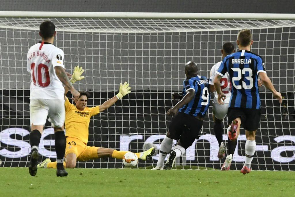 Bono remporte prend le meilleur sur Lukaku en finale de l'Europa League - Crédit photo : Sevilla FC